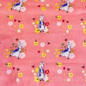 Bilde av Bomull Peter Rabbit - Bie og blomst på korall bakgrunn
