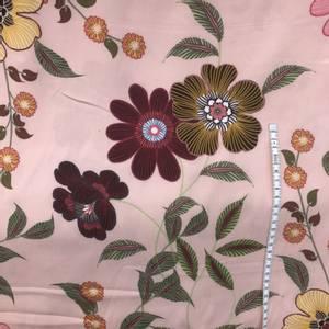 Bilde av Viscose blomster med ferskenfarget bakgrunn